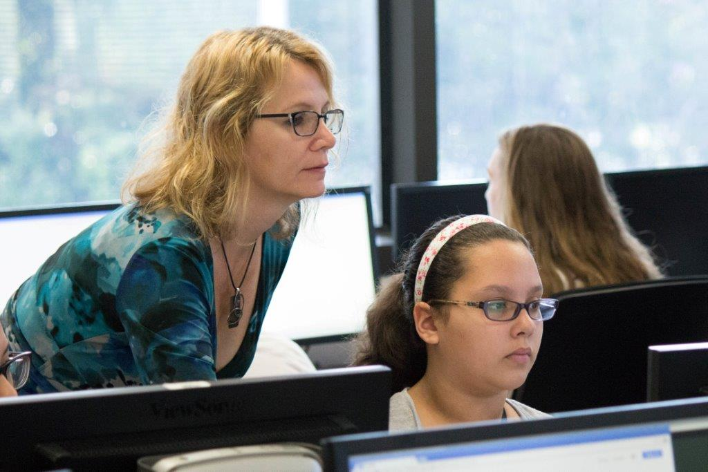 Deanna Gray Teaching Girl Scouts to Code